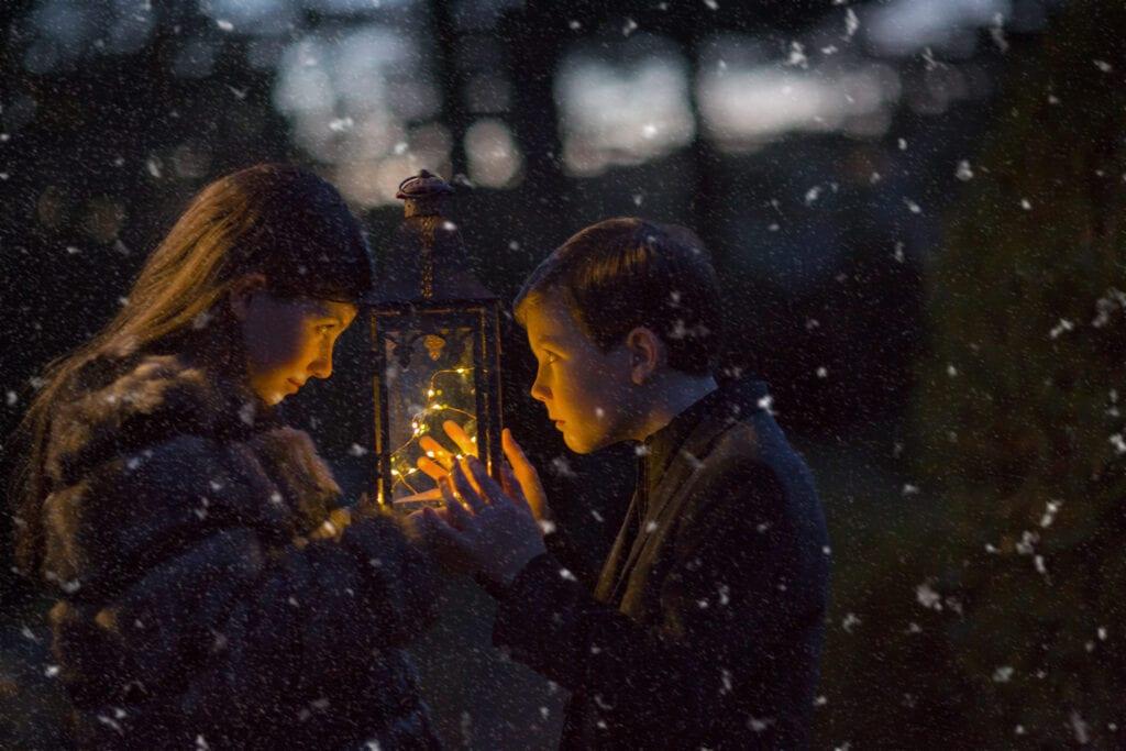 night photo of kids with holiday lantern