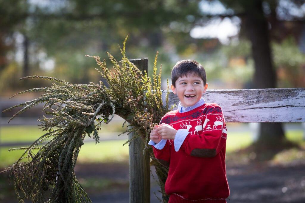 boy with over sized wreath, Loudoun County Photographer