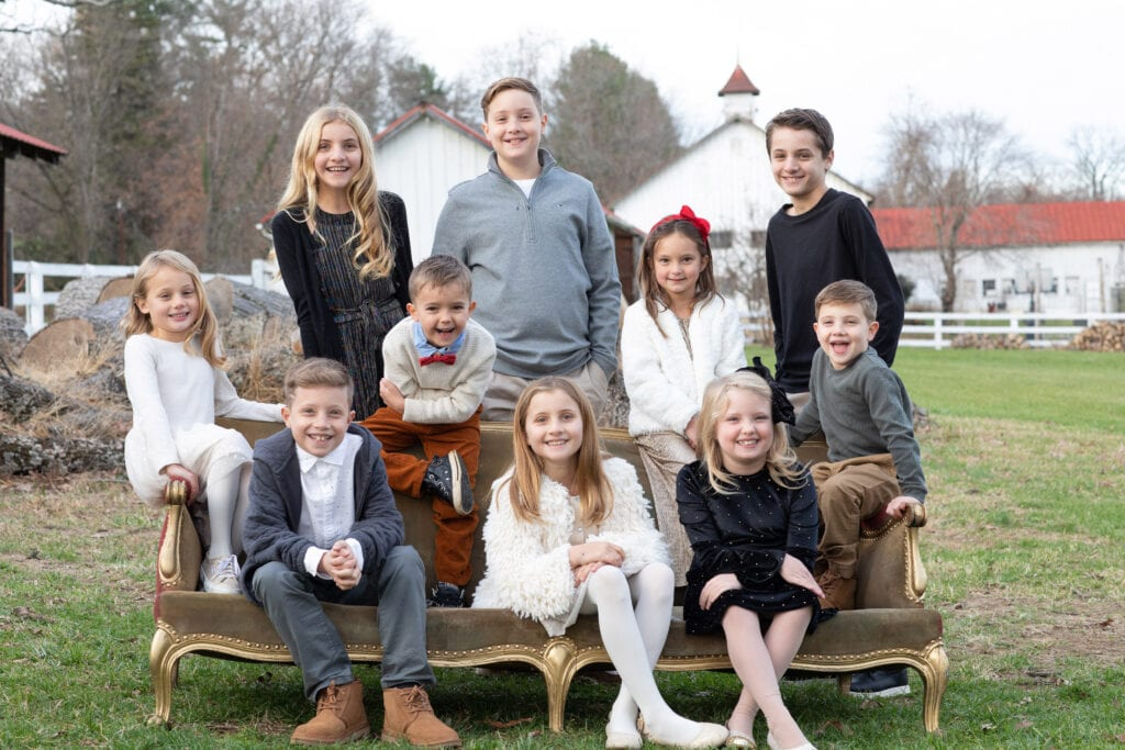 Large family cousin photo in Leesburg