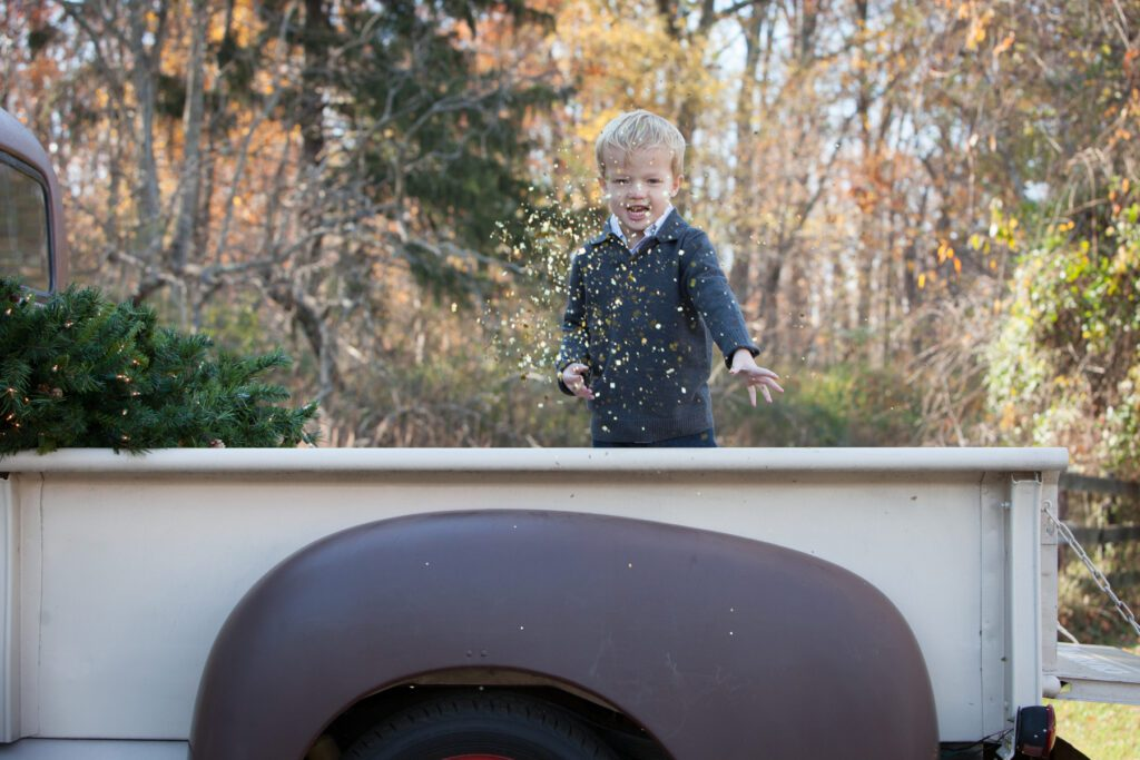 Vintage truck holiday pictures mini sessions in Loudoun County